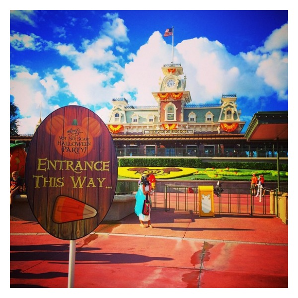 10 Mom Tips For Making Sweet Memories At Mickey's Not So Scary Halloween Party #MNSSHP