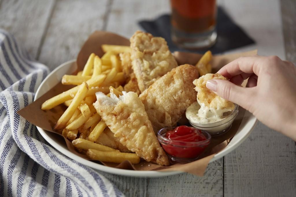 fish_chips_handheld_19806